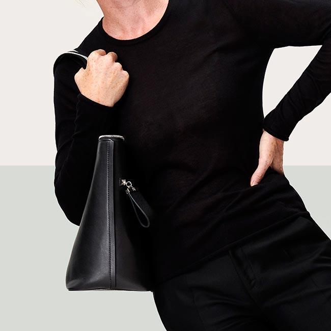 grand-cabas-cuir-lisse-noir-généreux-karenvogt-5