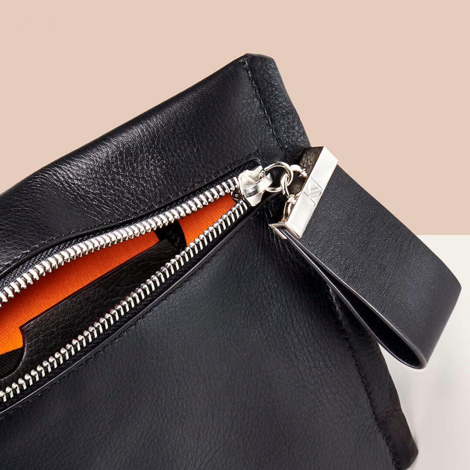 pochette-bandoulière-cuir-lisse-noir-indécise-karenvogt-6