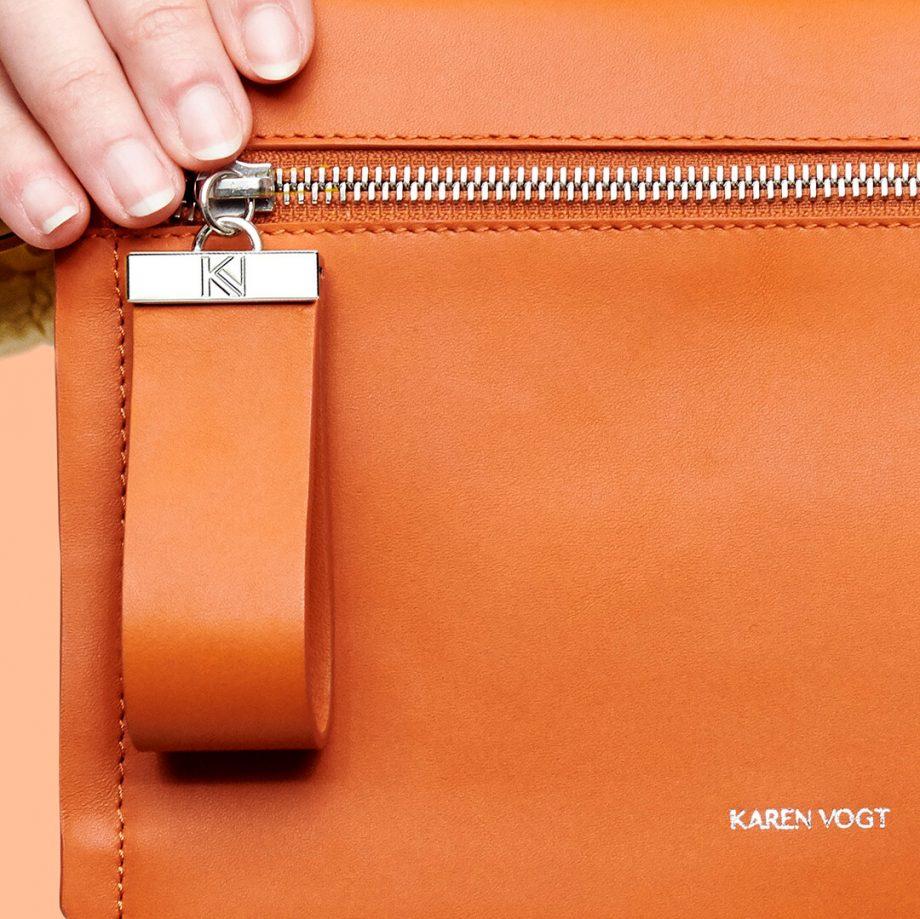 pochette-bandoulière-cuir-lisse-orange-rust-indécise-karenvogt-5
