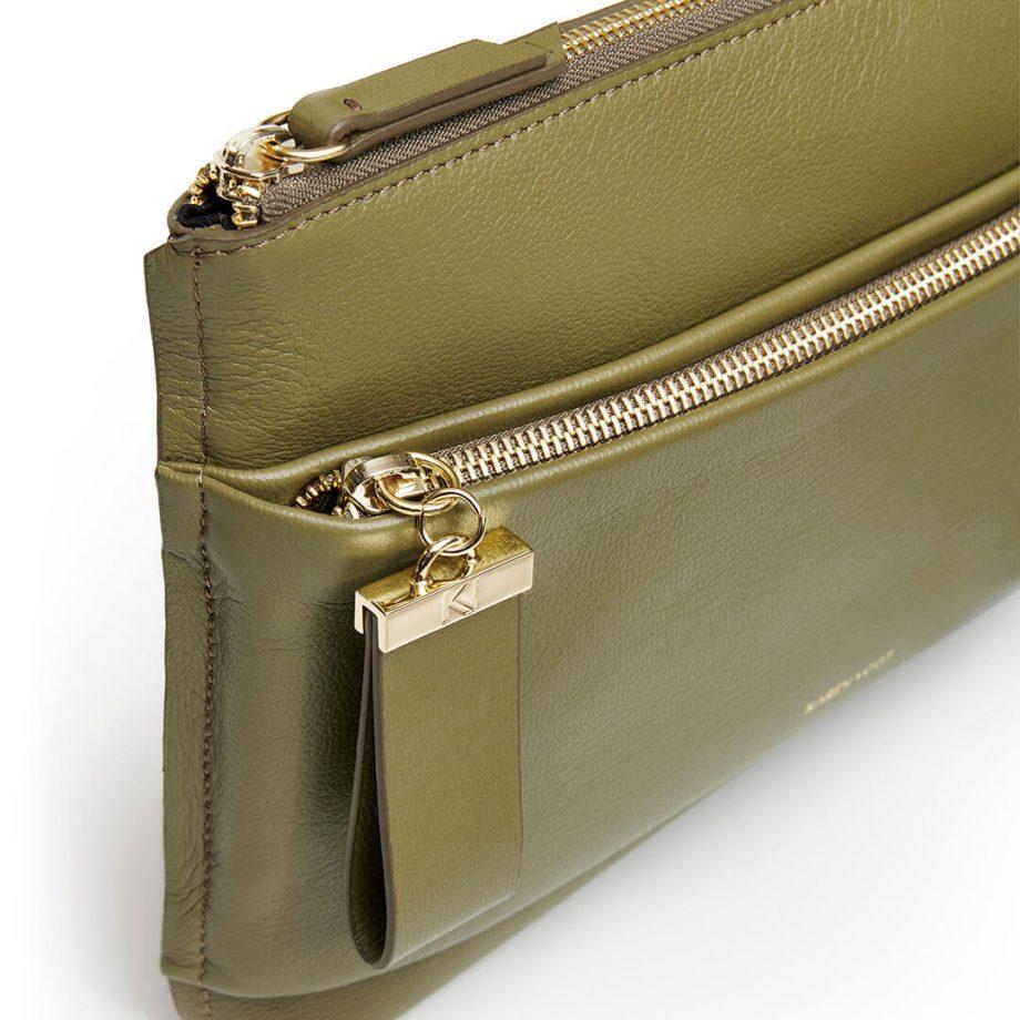 sac-pochette-bandoulière-cuir-grainé-kaki-espiègle-karenvogt-6